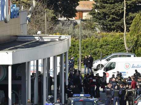 Police 'hero' dies of wounds — French supermarket attack