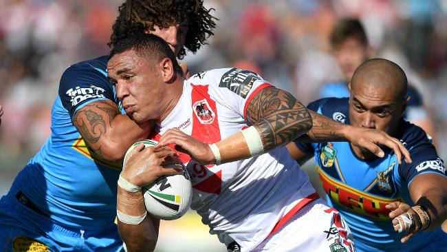Tyson Frizell charges into the Dragons defence.