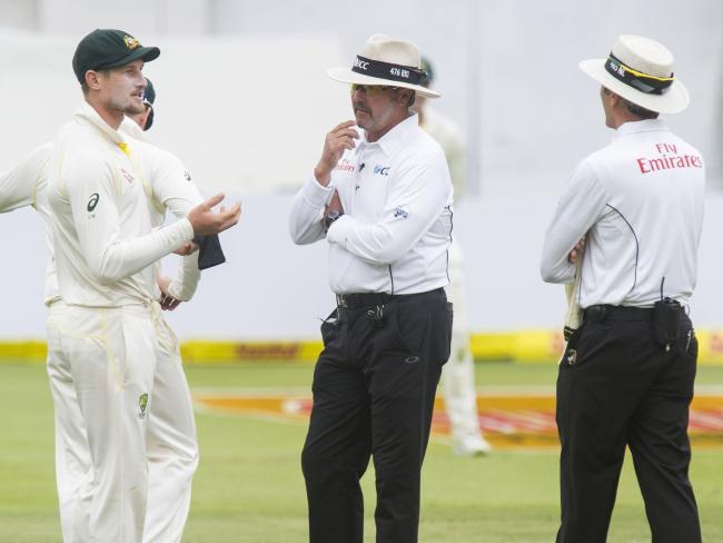 Umpires confront Cameron Bancroft.