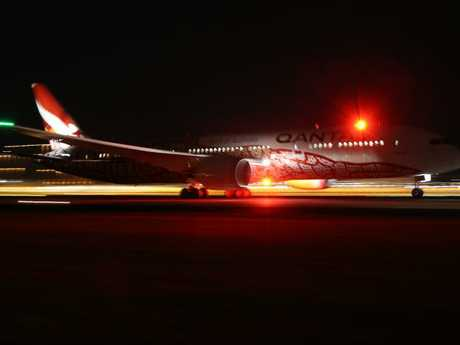 The Qantas Dreamliner QF9 leaving Perth on the historic journey.