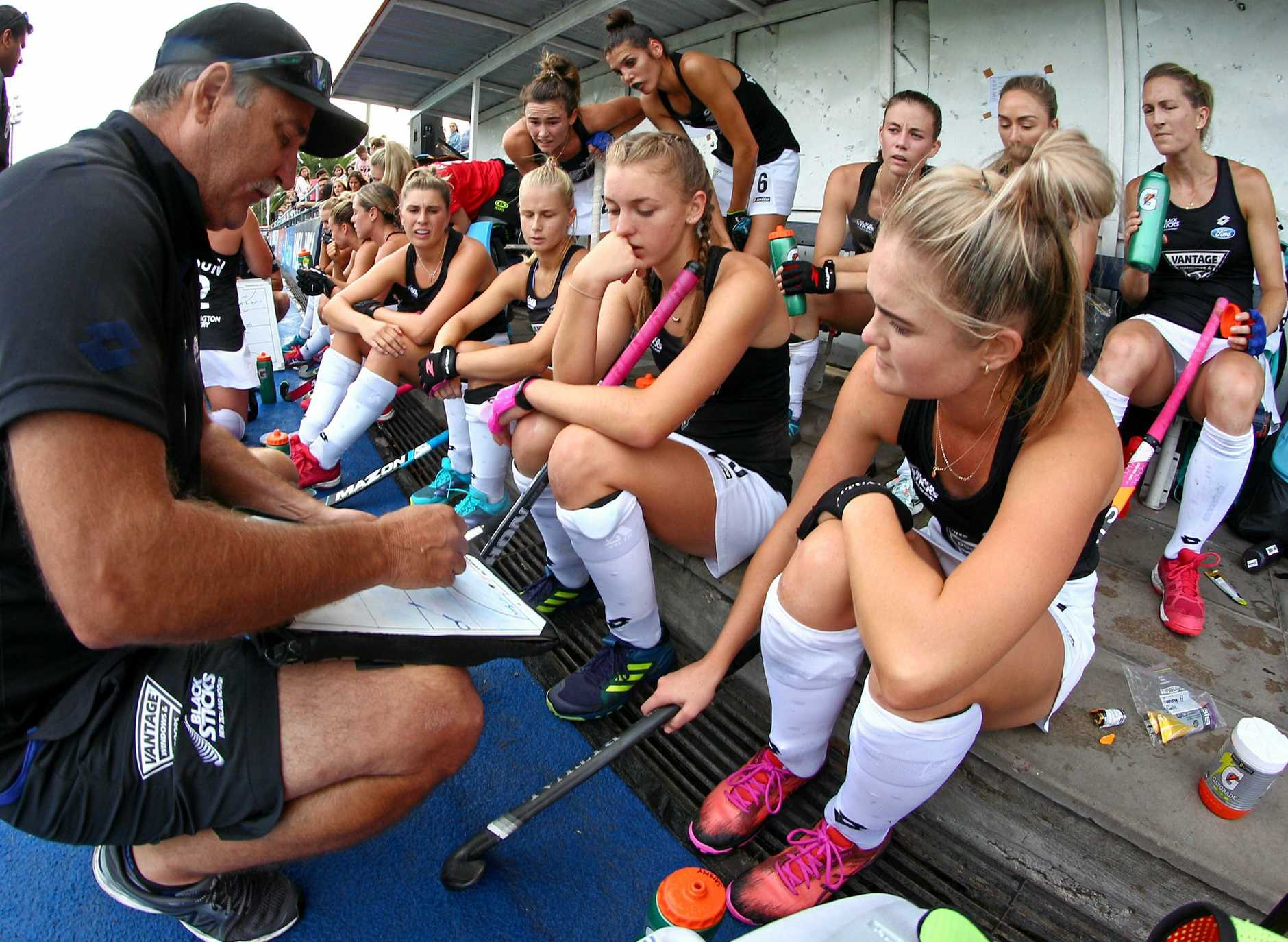 Mark Hager talks tactics with the New Zealand Black Sticks.
