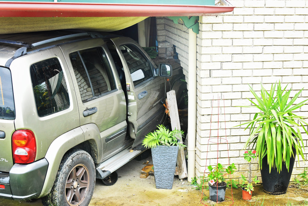 A Jeep has severely damaged the front of a house when it smashed into it on Thursday.