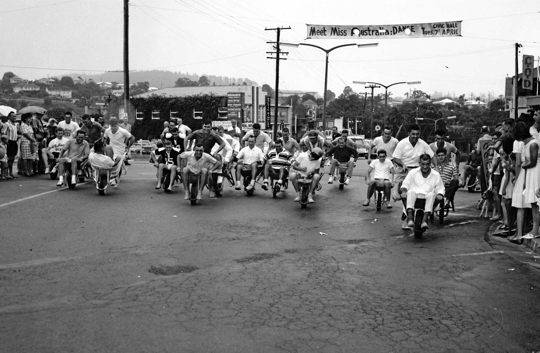 Wheelbarrow Derby, Currie Street, Nambour, 4 April 1964