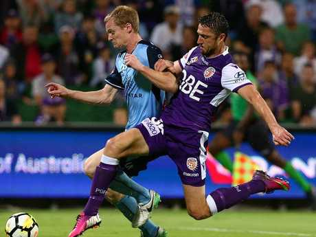 Perth Glory's Dino Djulbic (right) looks to tackle Sydney FC's Matt Simon on Thursday night.