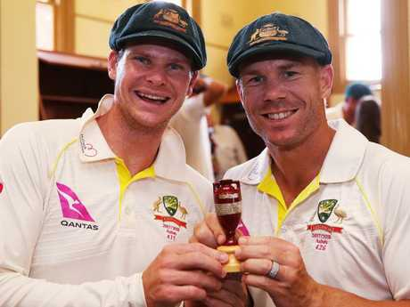 Australian cricketer David Warner apologises over ball-tampering scandal
