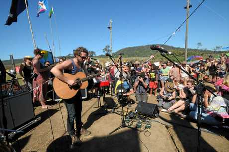 John Butler does an announced visit and performance at the Bentley Protest site in Lismore. Photo Doug Eaton / The Northern Star  Photo Doug Eaton / The Northern Star