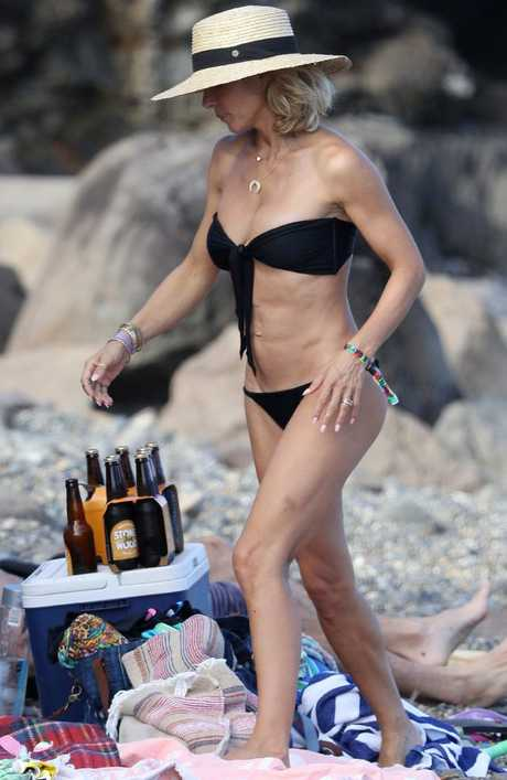 Elsa Pataky enjoys a relaxing day on the beach. Picture: KHAPGG / MEGA