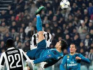 Ronaldo stuns with bicycle kick goal