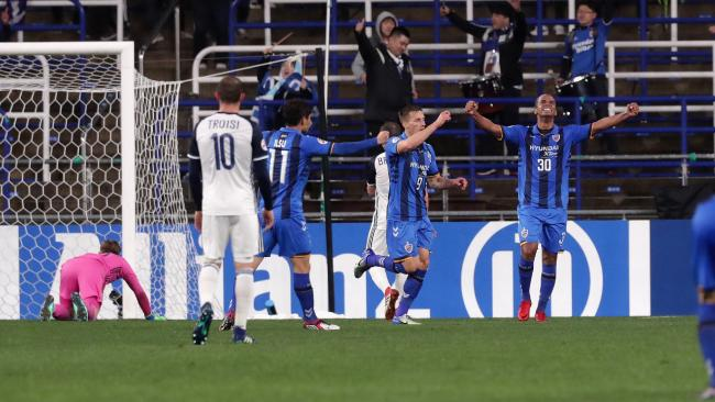 Mislav Orsic (C) of Ulsan Hyndai celebrates scoring his side's third goal