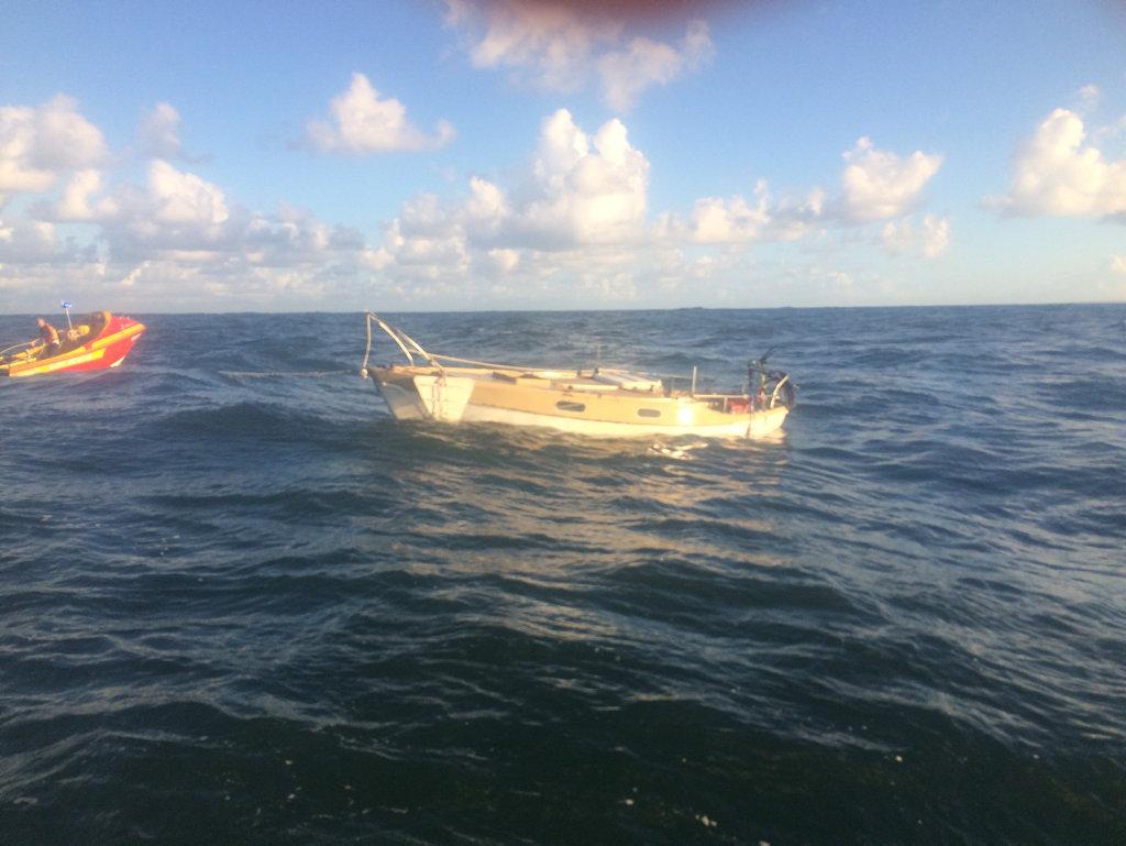 A man had a lucky escape as his yacht sunk on the Ballina bar on Thursday afternoon.