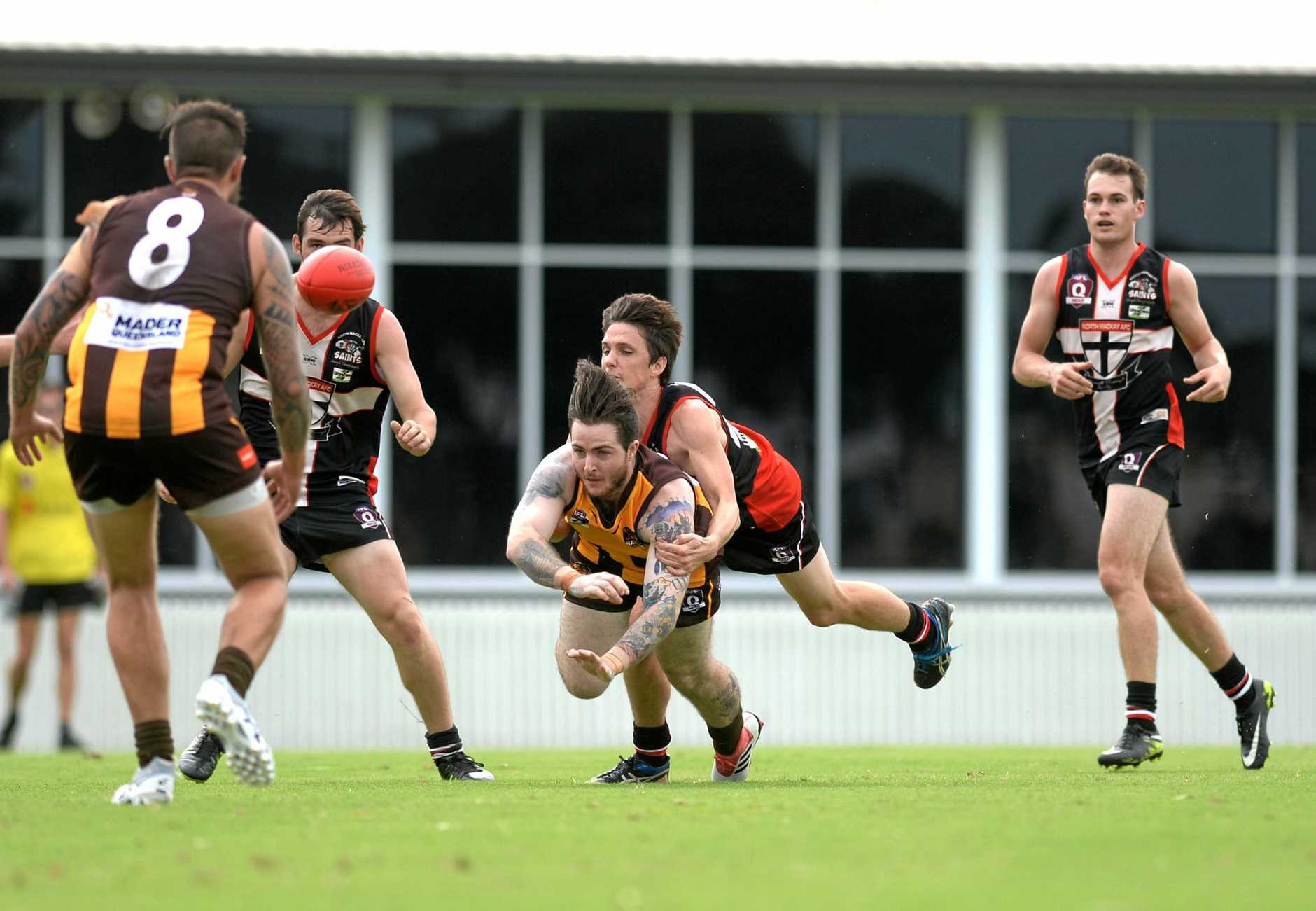 Saints swamped the Hawks.