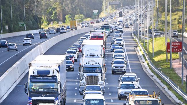 Traffic on the M1. Robina overpass. Picture: John Gass