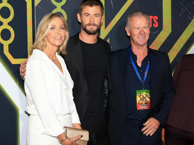 Chris and the 'rents at the Thor premiere in Sydney.