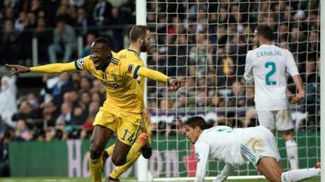Juventus' French midfielder Blaise Matuidi (L) the equalising goal