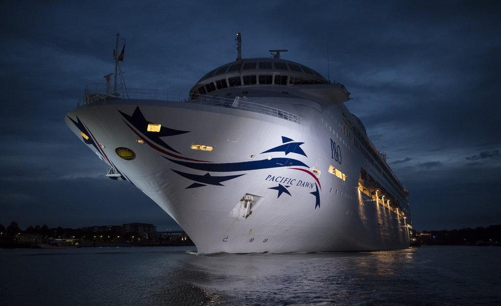P&O ship Pacific Dawn cruises into Brisbane.