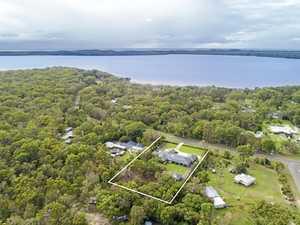 Luxurious lakeside retreat
