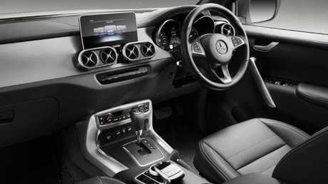X-Class cockpit: Familiar items from Benz passenger cars but also basic black plastics.