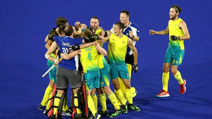 GOLD COAST, AUSTRALIA - APRIL 14:  Australia celebrate victory in the Men's gold medal match between Australia and New Zealand during Hockey on day 10 of the Gold Coast 2018 Commonwealth Games at Gold Coast Hockey Centre on April 14, 2018 on the Gold Coast, Australia.  (Photo by Ryan Pierse/Getty Images)