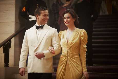 Glen Powell and Lily James star in The Guernsey Literary and Potato Peel Pie Society.