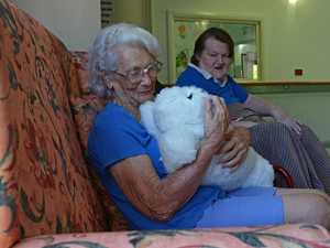 Robotic seal makes waves at aged care home