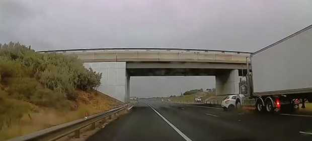 Shocking dash cam footage of the Geelong Ring Road crash.
