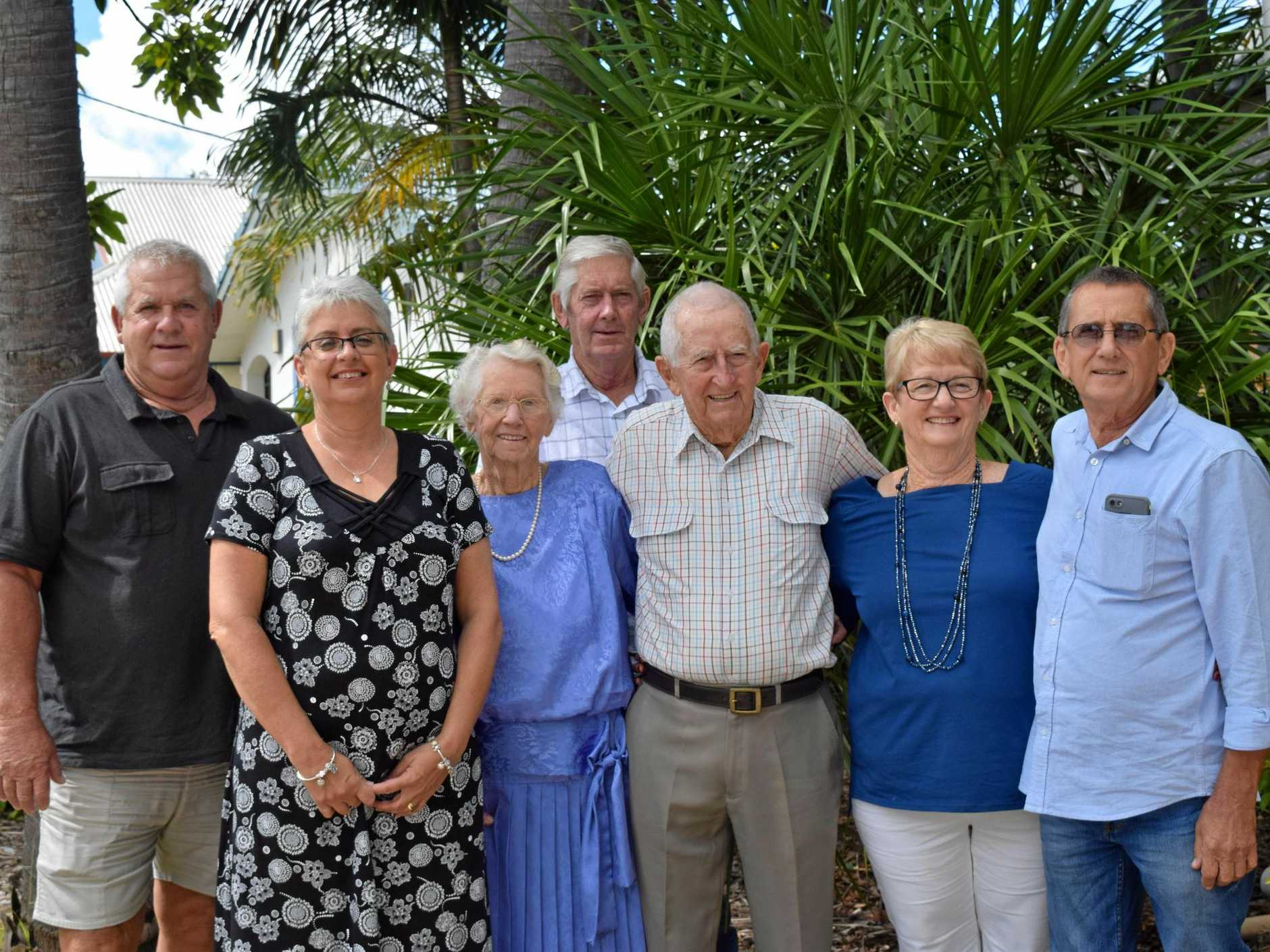 Centre:Winifred and Neville Davies and their five children. Left to right: Bevan, Karen Kear, Warren, Dulcie Morgan and Trevor.