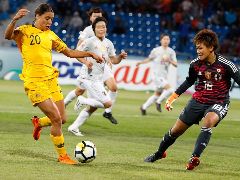 Australia's forward Samantha Kerr prepares to shoot as Japan's goalkeeper Ayaka Yamashita defends.