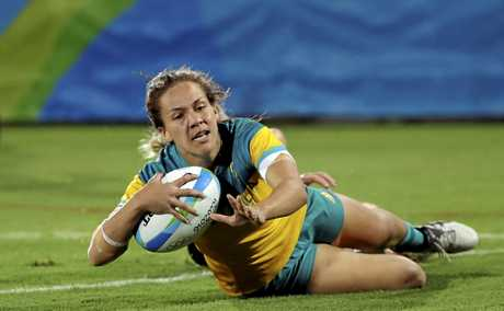 Evania Pelite scores a try during the women's rugby sevens gold medal match against New Zealand at the Rio Olympics.