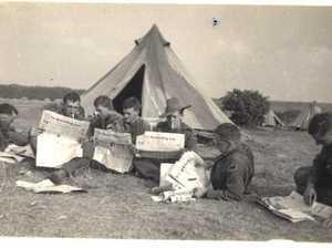 GREAT SNAPS: Warwick soldiers read local rag on battlefields