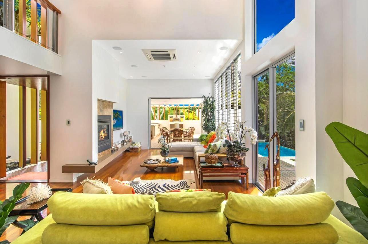 FLASH HOMES: 51 Woongarra Scenic Drive Bargara.The home on the edge of the ocean boasts its one of the best houses in the country.