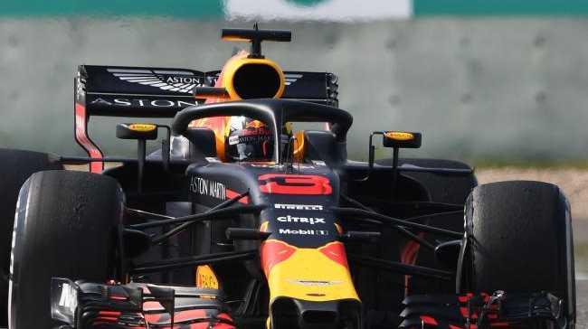 Daniel Ricciardo has again upstaged teammate Max Verstappen.