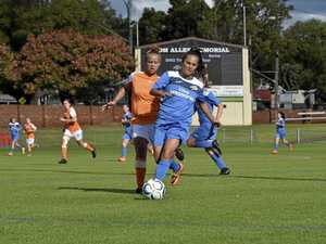 Thunder push Brisbane Roar to the limit
