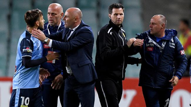 Milos Ninkovic confronts Kevin Muscat after two Victory assistants stormed the field.