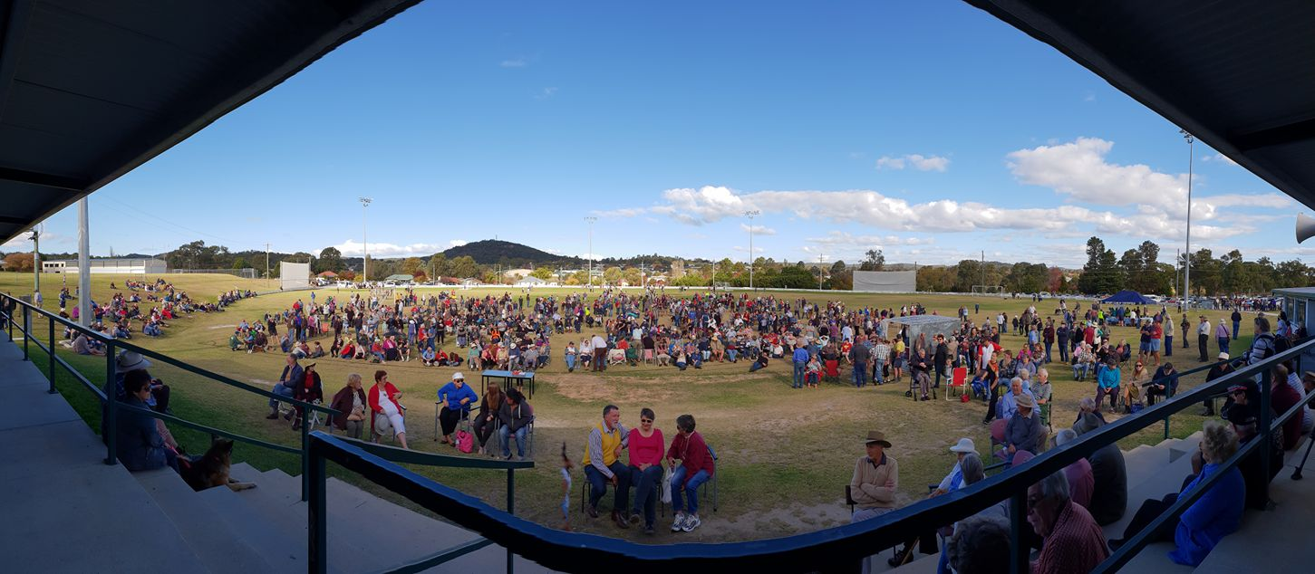 Hundreds turn out for a rally in Stanthorpe in favour of de-amalgamation from SDRC, April 29, 2018.