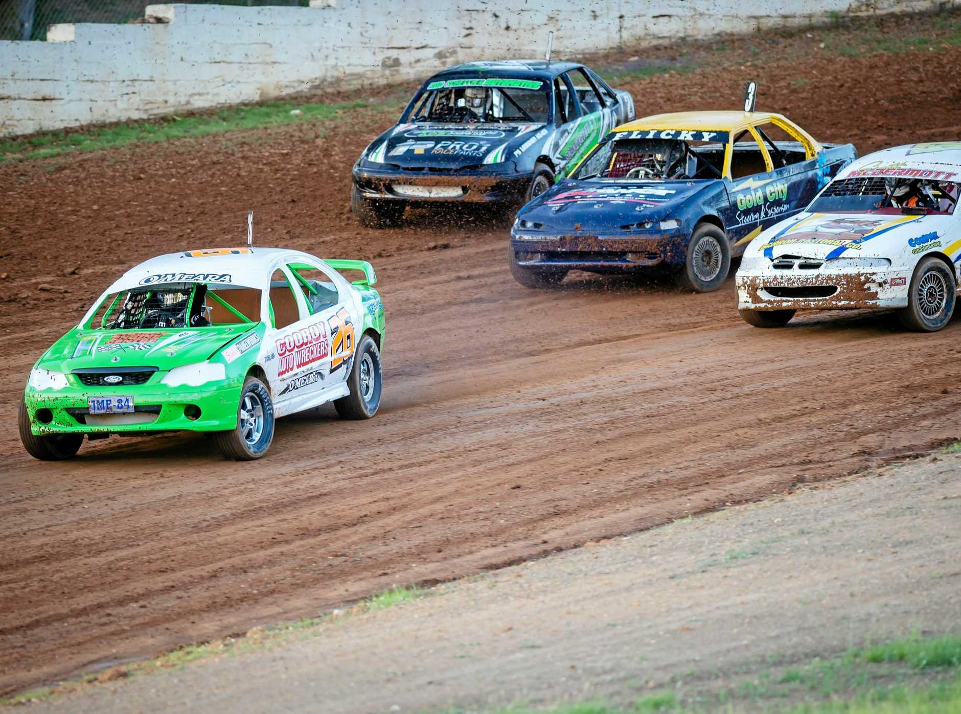 Modified Sedans are always a favourite on the Mountain. Jamie O'Meara (26) leadsScott McDermott, Wade Flikweert and Adrian Stott out of Pages' Corner. Gympie Speedway Mothar Mountain
