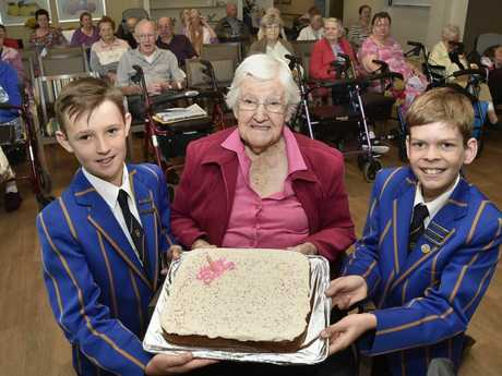 Audrey Holmes is wished a happy 89th birthday by Tmba Grammar School Year 6 students Jackson Smiddy (left) and Samuel Lawrence.