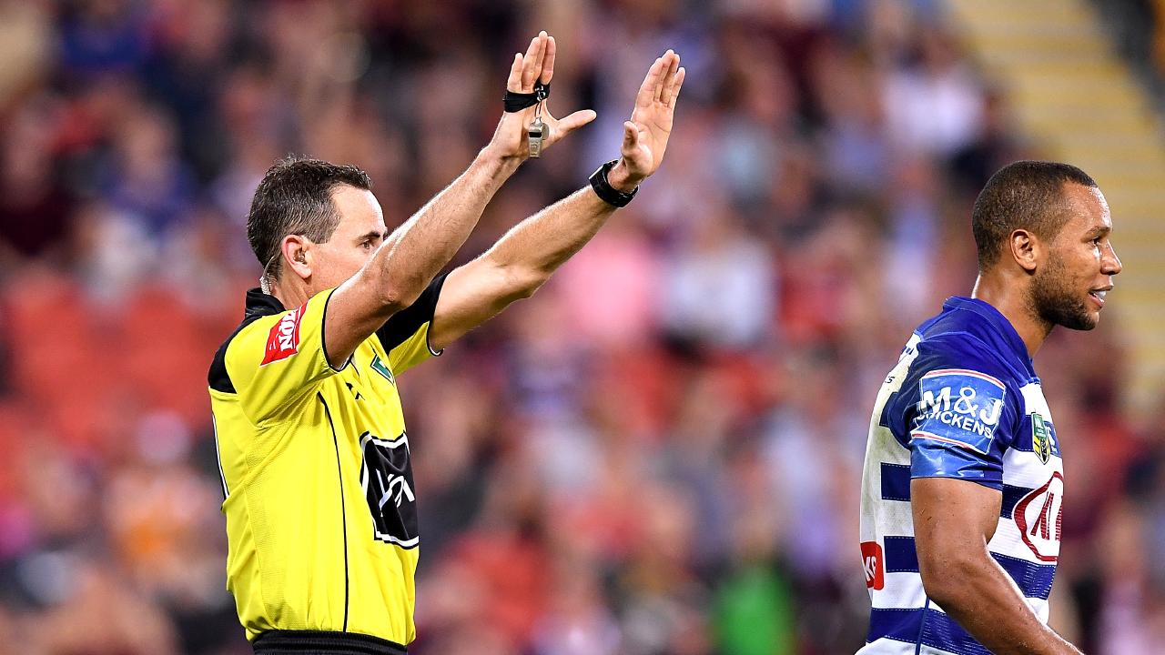 Moses Mbye of the Bulldogs is sin binned.