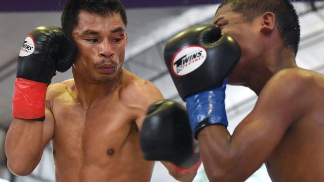 Thai boxer Wanheng Menayothin (L) lands a blow against Leroy Estrada.