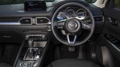 CARSGUIDE - 3 car comparison. Ford Escape, Volkswa