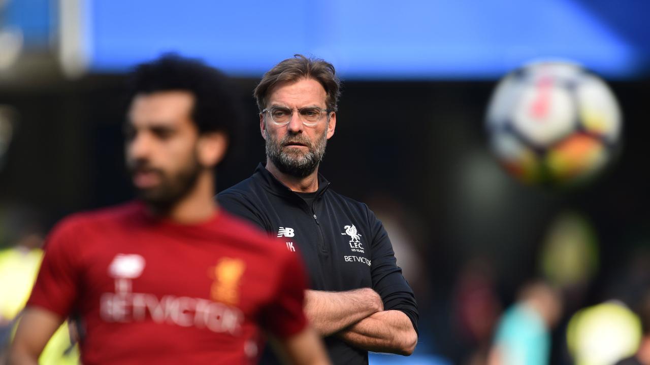 Jurgen Klopp watches Mohamed Salah