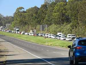 Multi-vehicle crash snarls hwy near Ipswich
