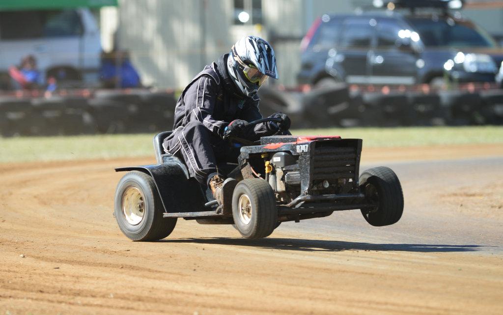 Image for sale: Mower racing, Brody Manderson.