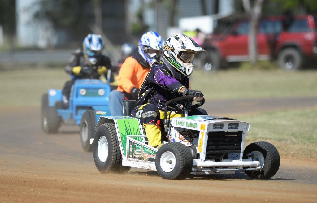 Image for sale: Mower racing, Harry Tonkin.