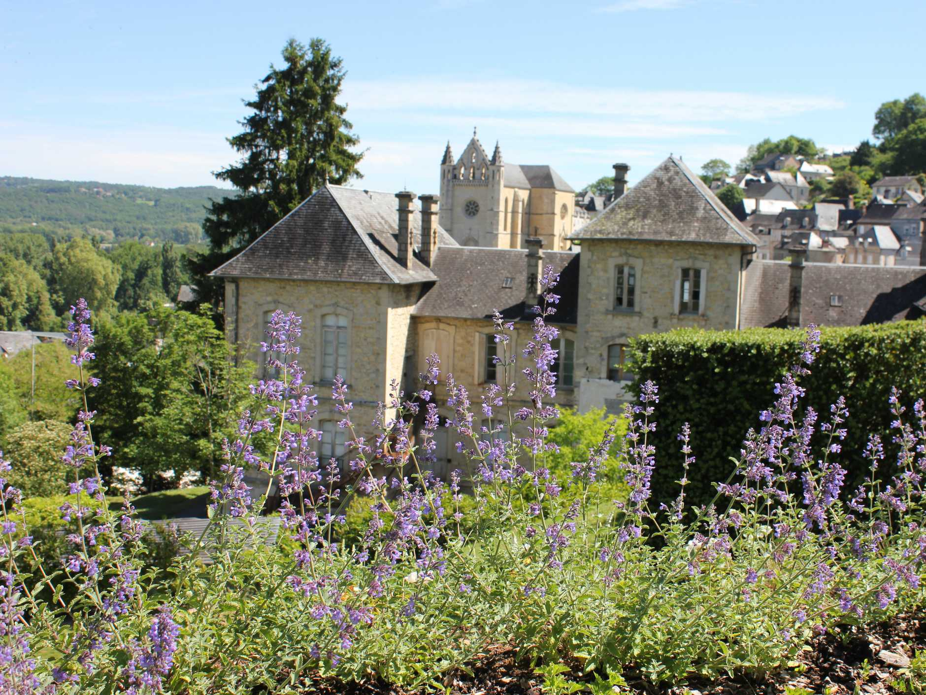 BOTANICA TOURS: The gardens of a Bordeaux village in France.