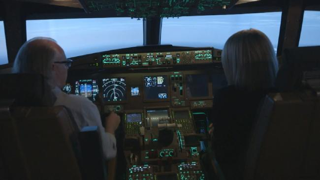 Senior Boeing 777 pilot and instructor Simon Hardy and reporter Tara Brown in a flight simulator for a story about MH370 on 60 Minutes. 60 Minutes reveal how the MH370 pilot flew undetected (60 Minutes)