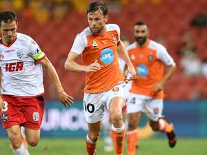 Roar rolls dice with former Socceroo Holman