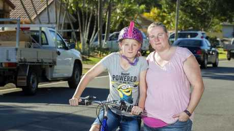 Heleena Barnes, with daughter Felicity, says road safety should be addressed in schools. wants to make people more aware of road safety. IMAGE: AAP/Renae Droop)
