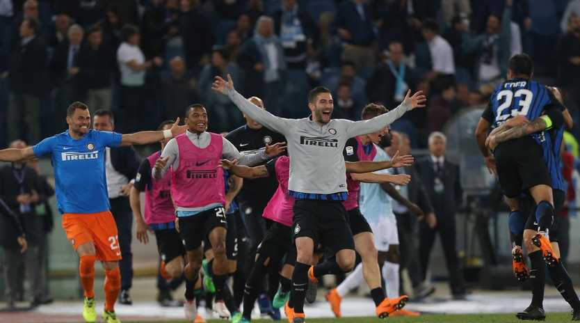 FC Internazionale players celebrate the victory that secured their Champions League return