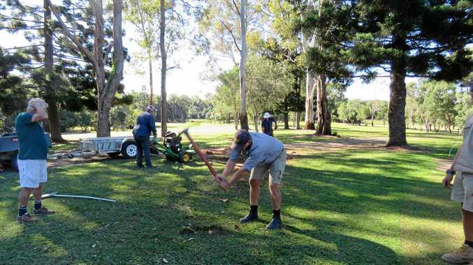 Volunteers stump up tee time