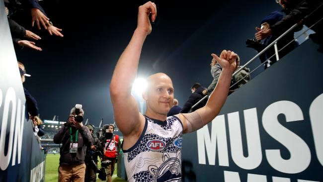 Gary Ablett thanks fans after his first game back in Geelong. Pic: Getty Images